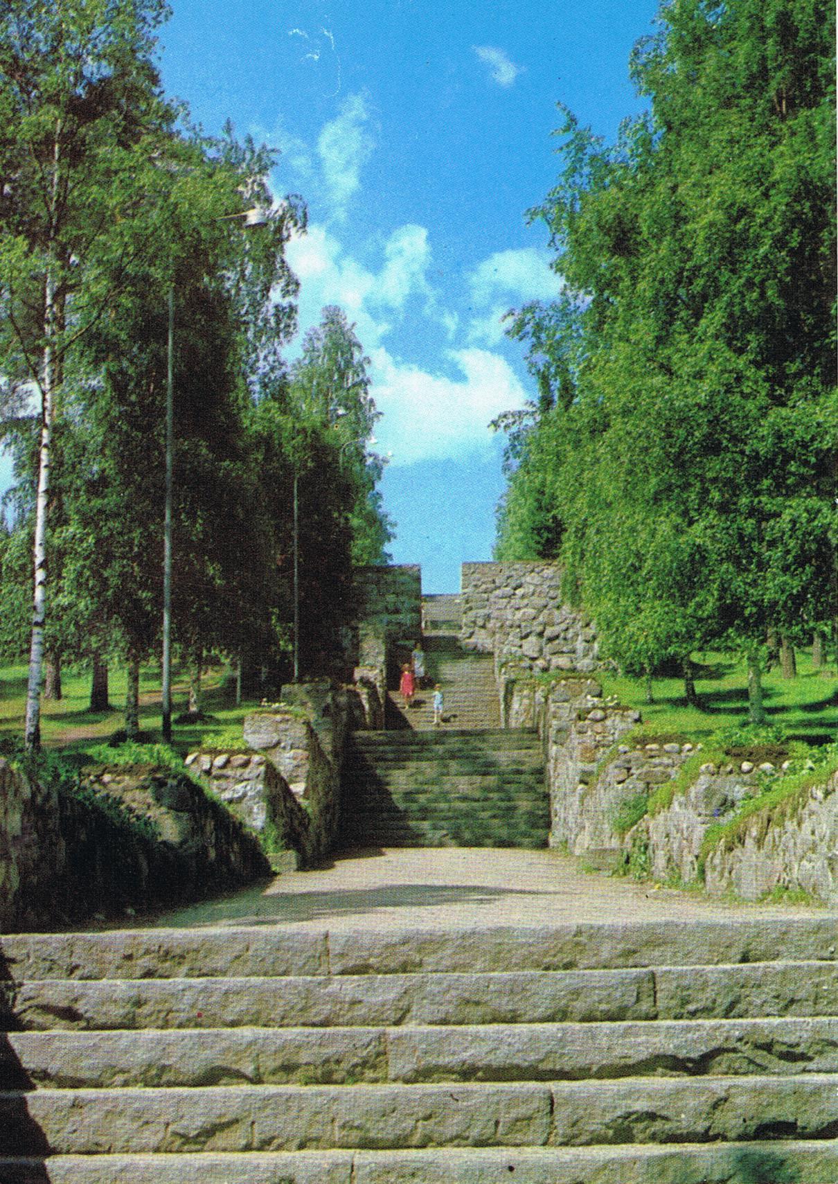 Steintreppe zum Bergpark