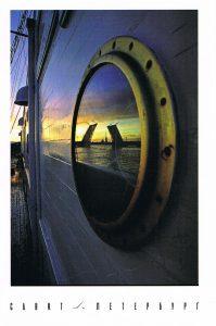 Spiegelung der Schlossbrücke in St. Petersburg