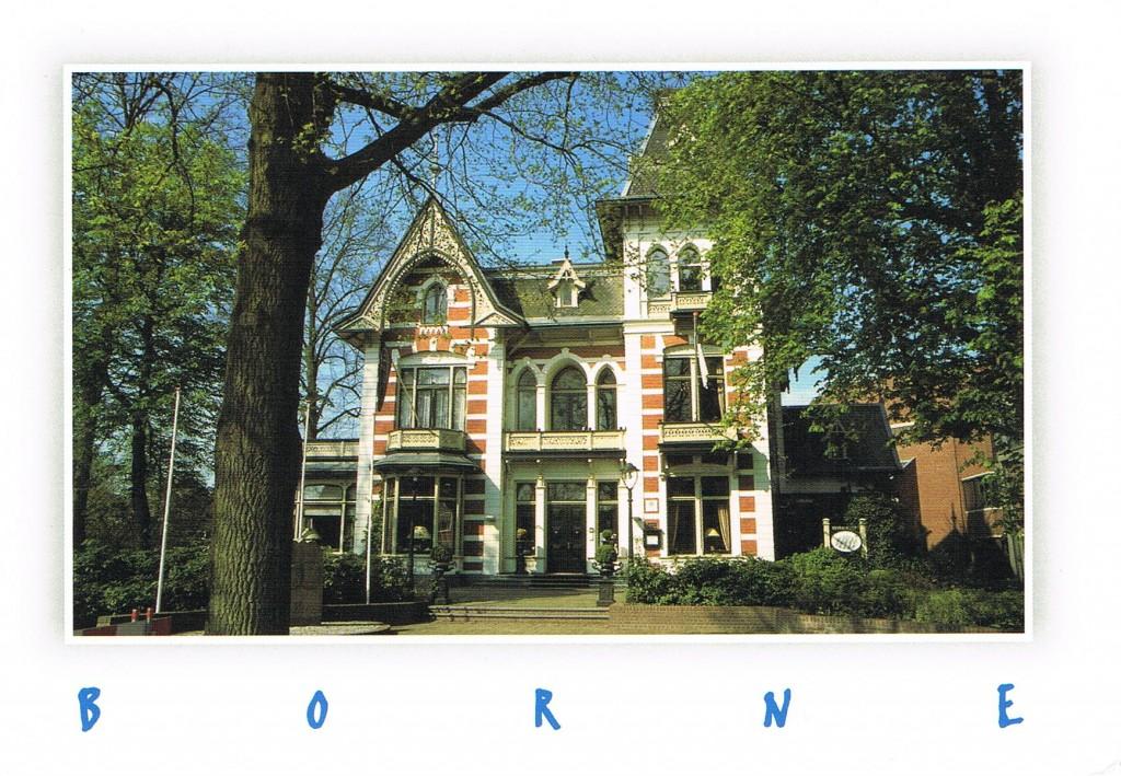 Eine Karte aus Borne (Niederlande). Sie zeigt das ehemalige Rathaus. Heute ist es ein Restaurant.