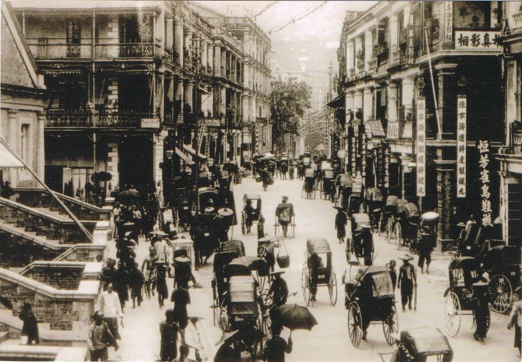 Treiben auf der Queen's Road in Hongkong um 1900