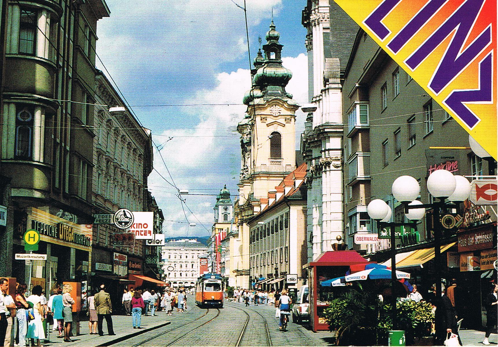 Mozartkreuzung in Linz mit Blick die Landstraße hinunter