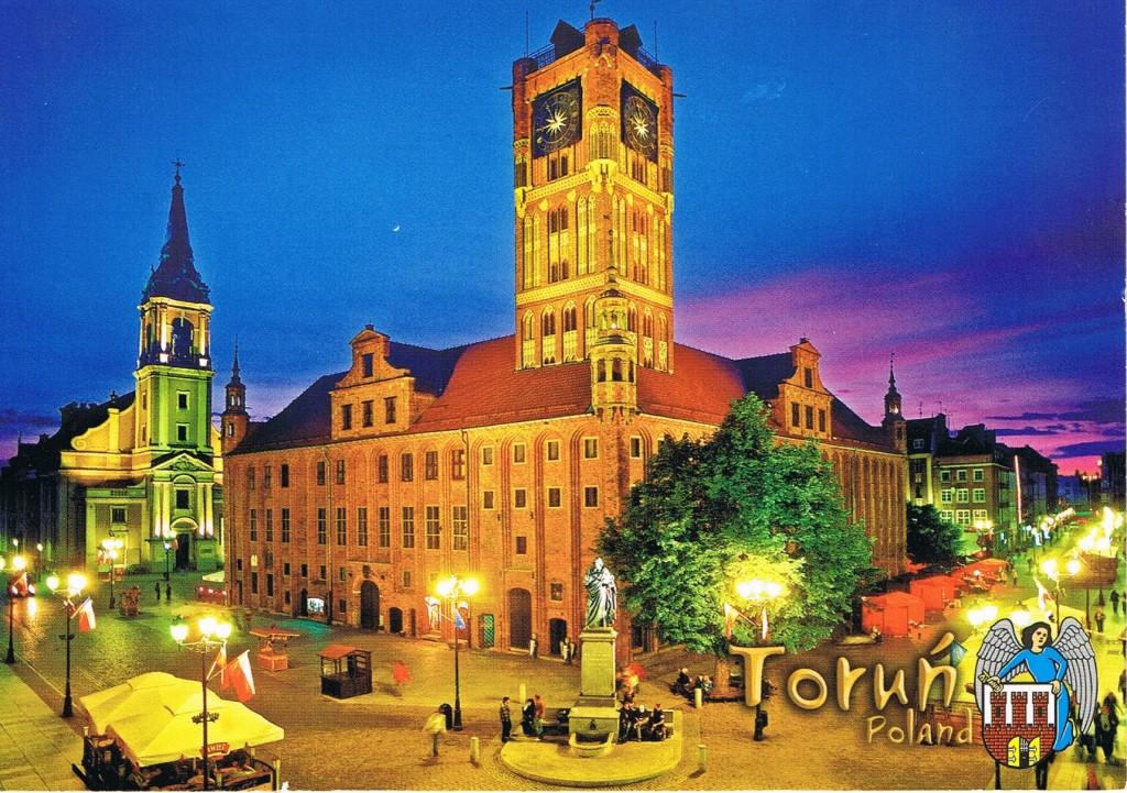 Das Rathaus und die Heilig-Geist-Kirche in Toruń (Polen)